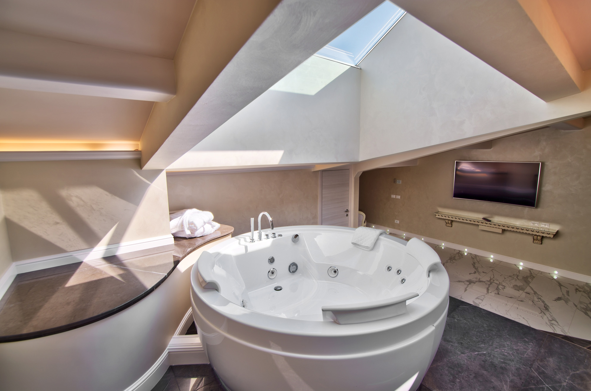 Suite Deluxe the moon Jacuzzi firenze